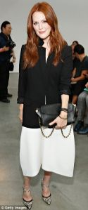An amazing red head, Miss Julianne Moore. I love her style.