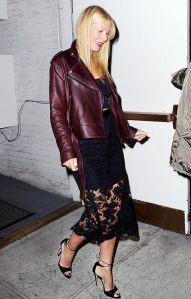Thank you Gwyneth for making a bordeaux leather jacket look hip and easy.
